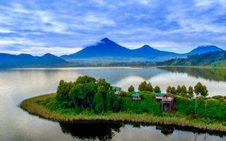 Tourist activities on Lake Mutanda